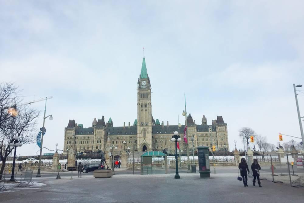 Это канадский парламент — там заседает руководство страны