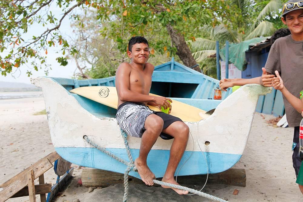 Коста-риканские подростки не прячутся, а с удовольствием позируют на камеру