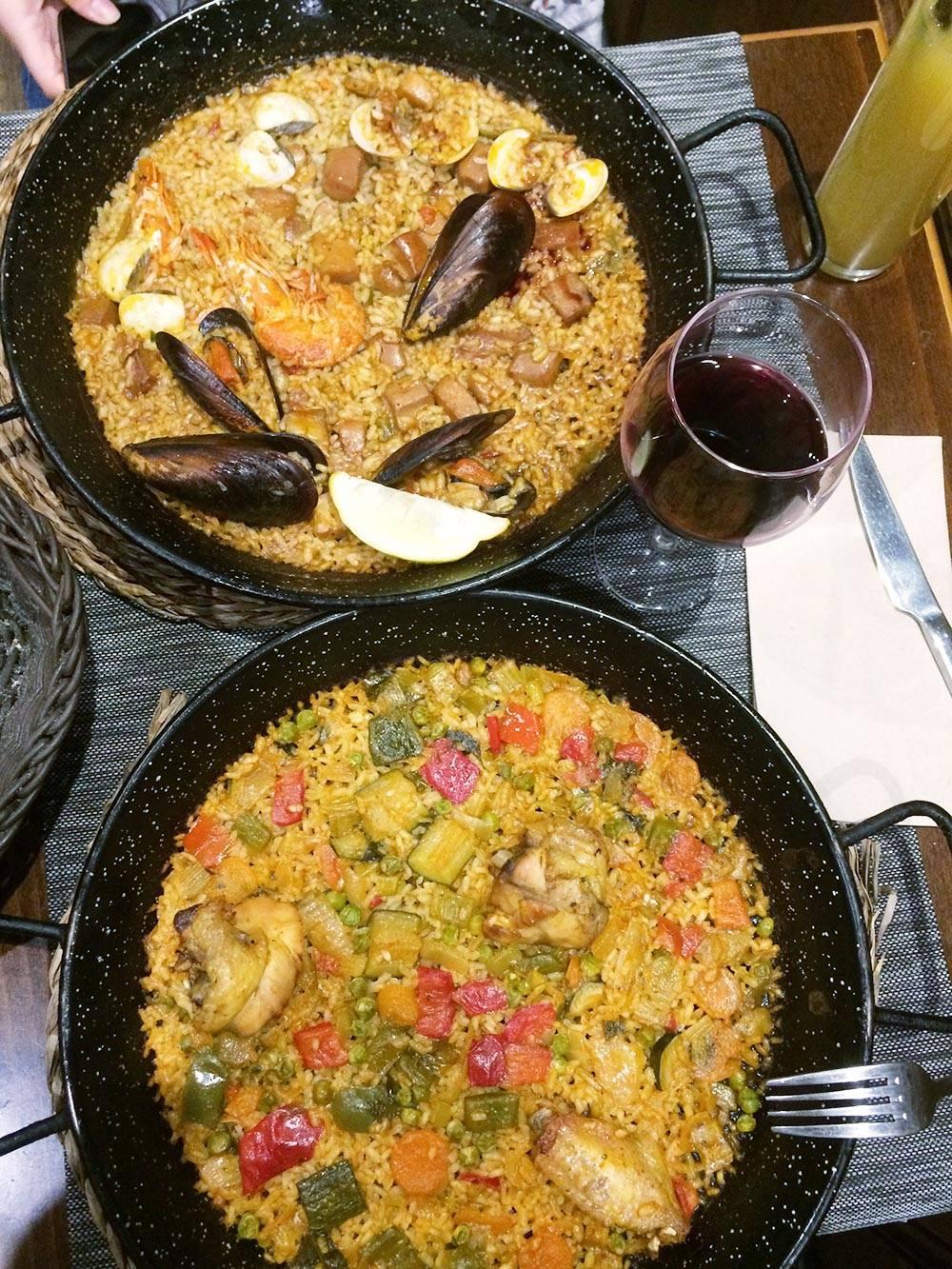 Нам особенно запомнилась еда в Барселоне. Там в каждом ресторане подают свежие морепродукты и изумительно готовят паэлью. Порции везде большие