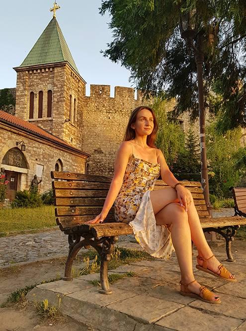 Я начала наслаждаться закатом в одиночестве у церкви Ружица