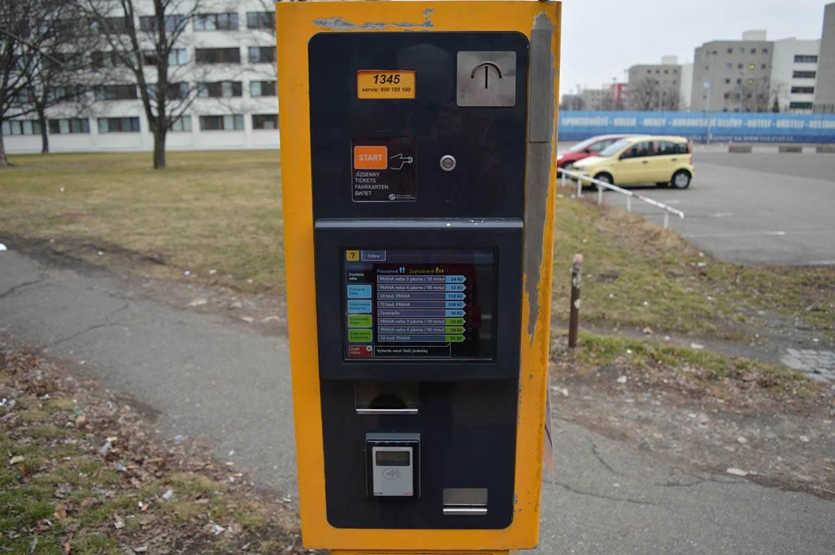 Автомат с билетами на остановке автобуса