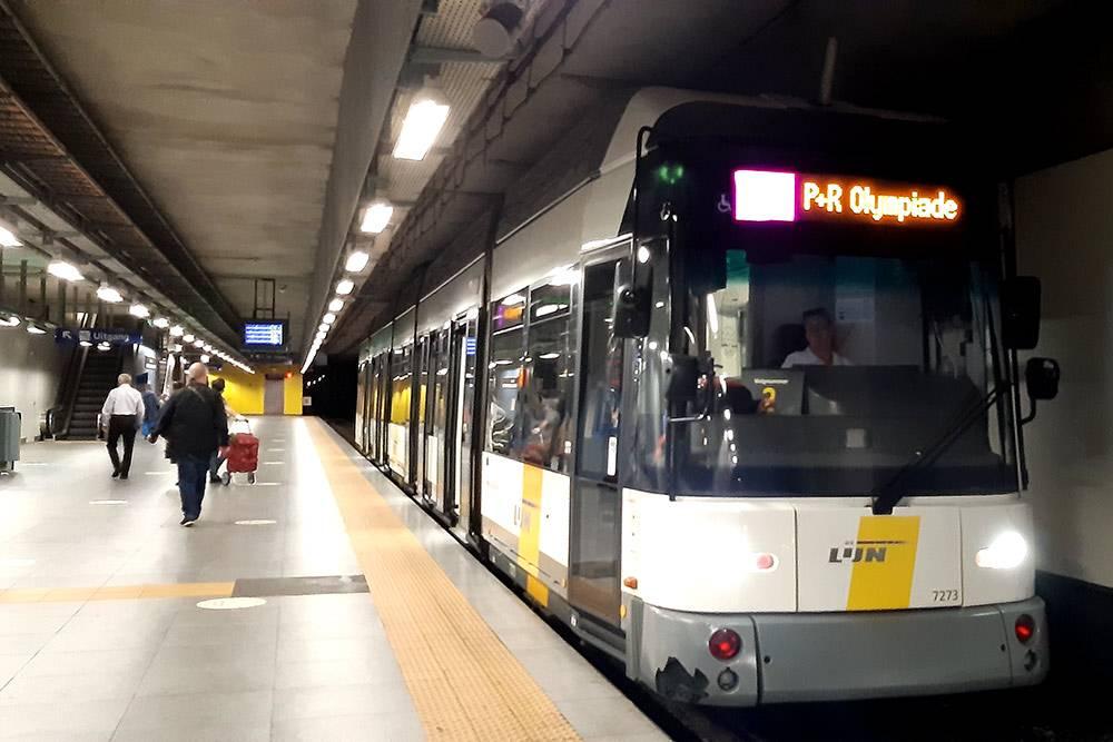 Так выглядит наземно-подземный трамвай в Антверпене. Его еще называют «предметро». Эта станция находится подземлей