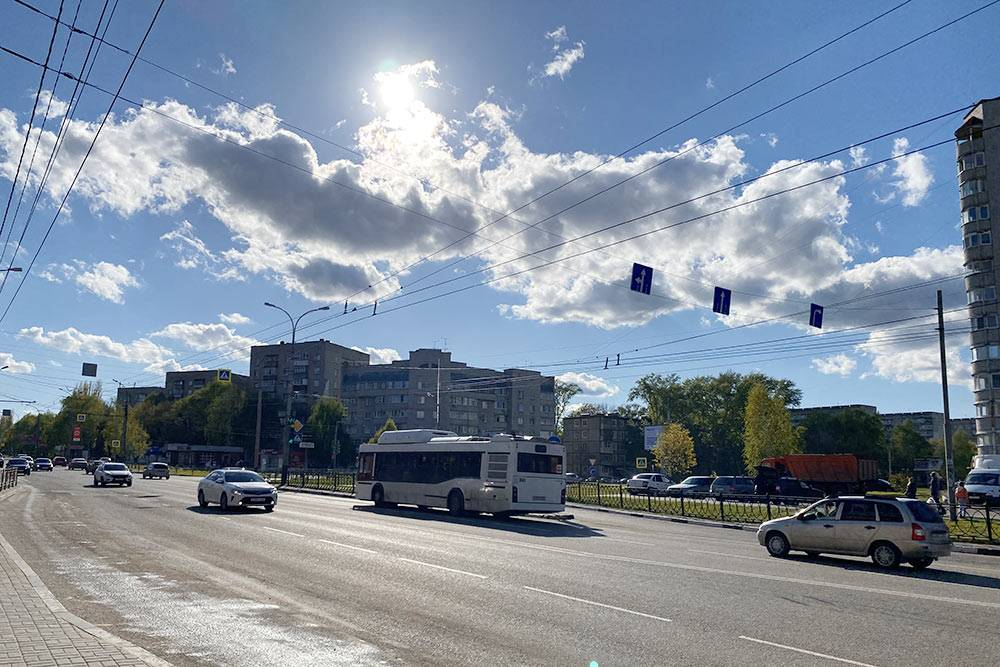 Автобус на бульваре Энтузиастов