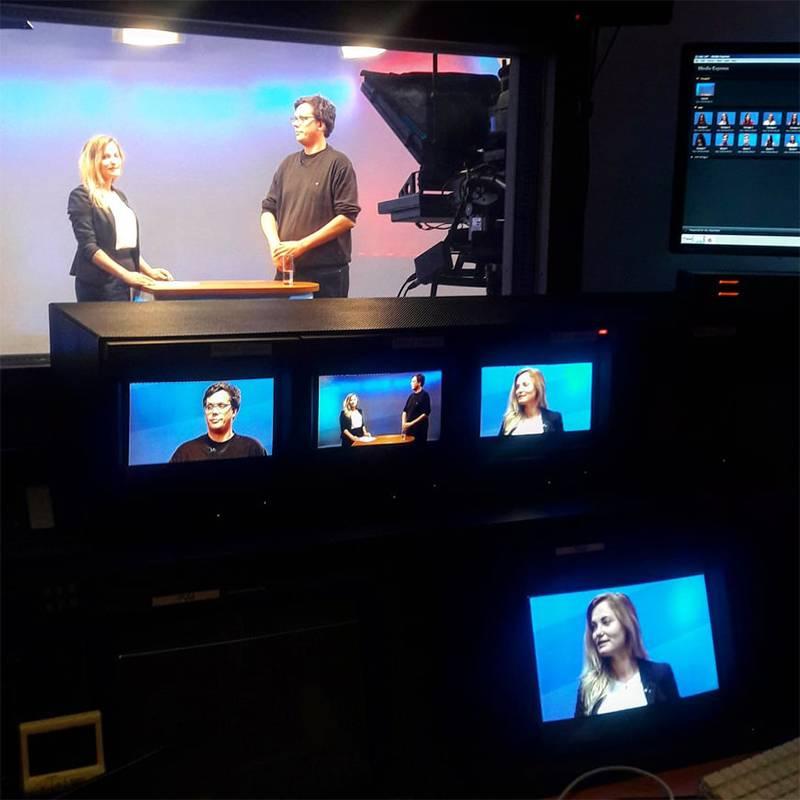 Участники стажировки Ostkurs практикуются брать интервью и говорить на камеру