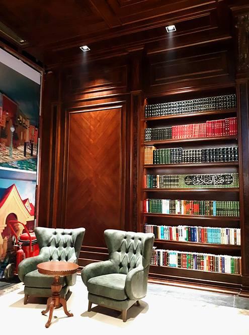 Один из уютных уголков библиотеки «Иран-молла»