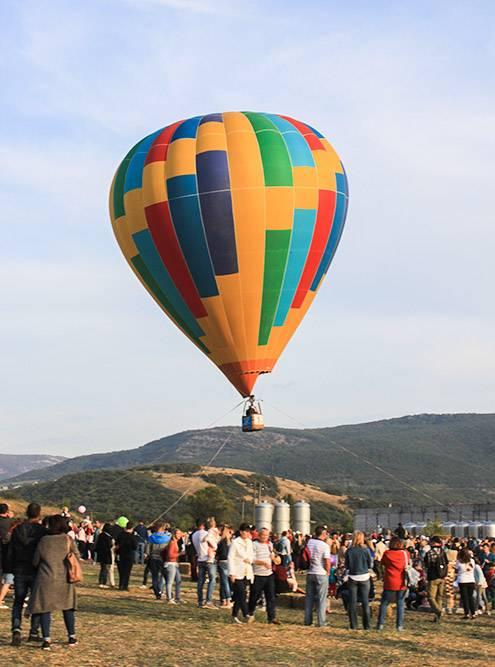 Еще «Золотая Балка» проводит в Крыму классные фестивали — музыкальный ZB Fest и винно-гастрономический Winefest