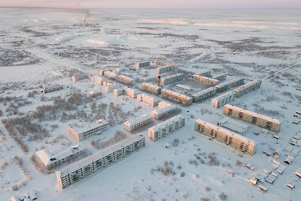Зимой 2021 года из поселка Советского, который тоже относится к Воркуте, переселили последних жильцов. Всеэти дома заброшены