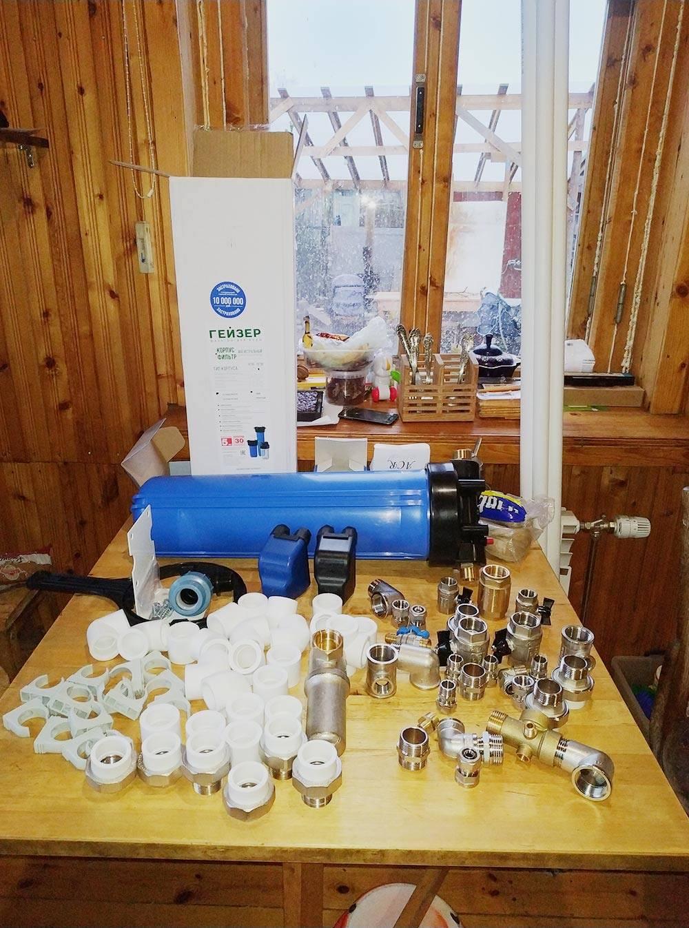 Муфты, фитинги и краны длямонтирования системы водоснабжения в нашем доме