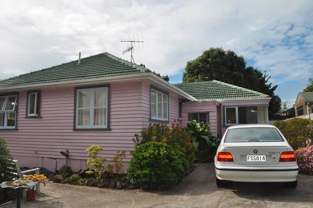 Моя машина и первое жилье, которое я арендовал в Новой Зеландии с тремя другими студентами
