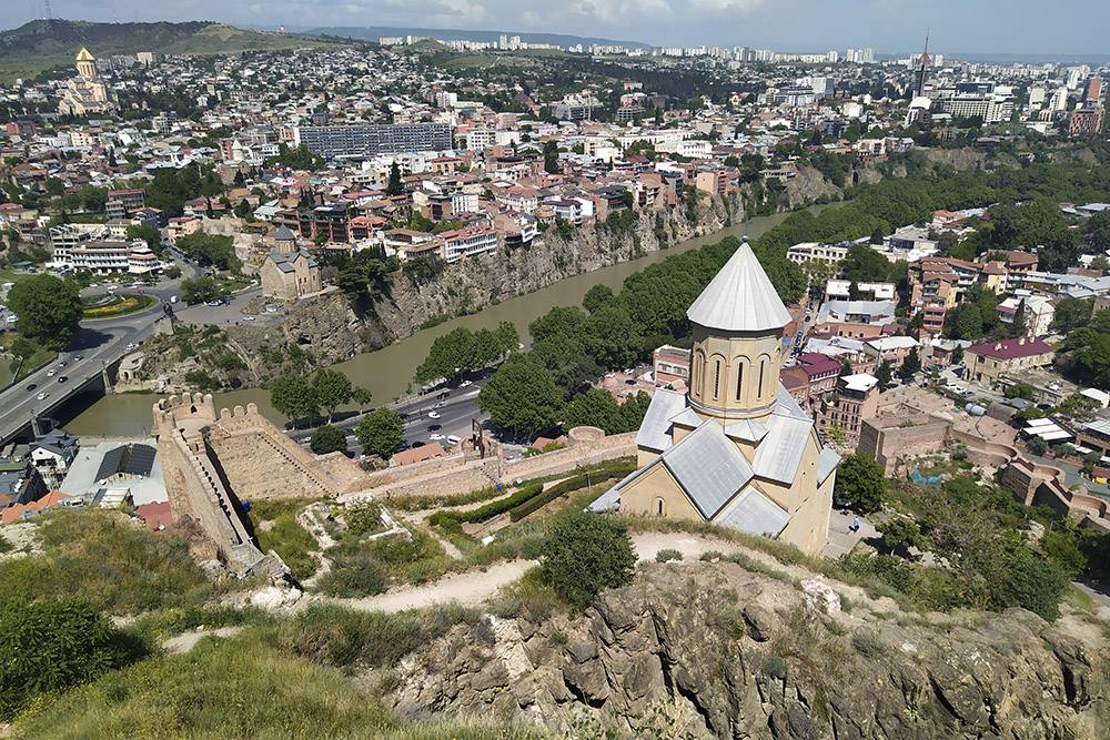 Крепость Нарикала в центре Тбилиси пустует не из-за COVID-19, а из-за жары