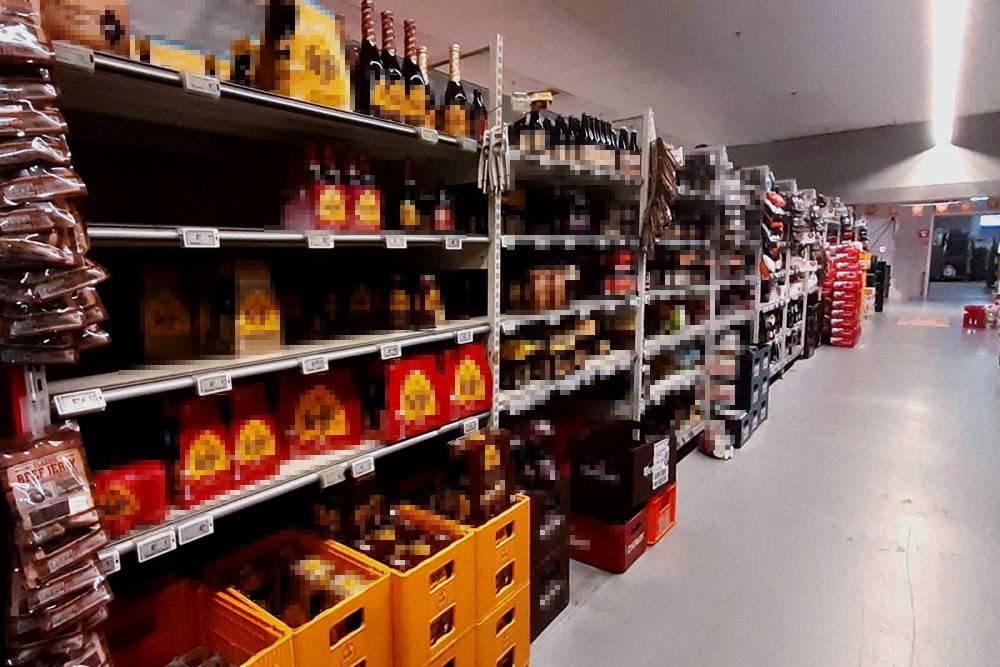 В каждом бельгийском продуктовом магазине местное пиво представлено огромными стеллажами