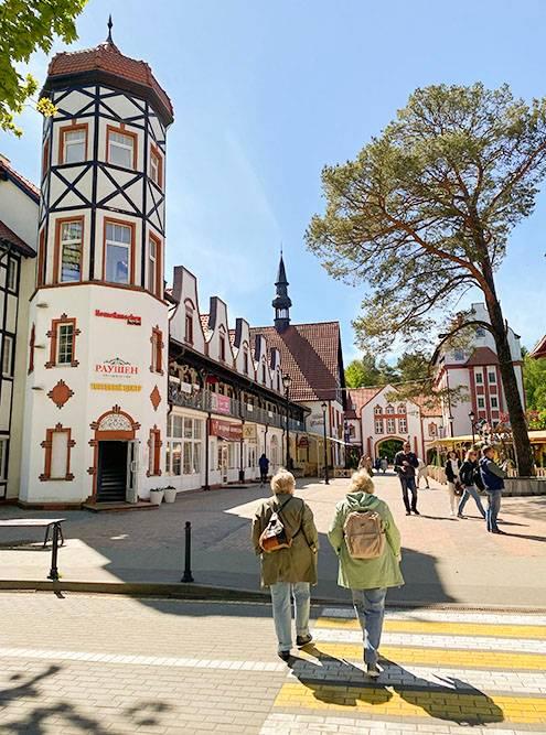 На каждом углу в центре города продают сувениры из янтаря