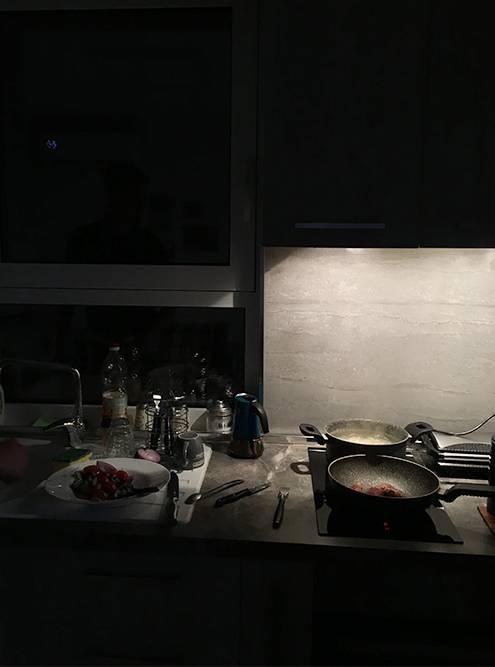Вечер у плиты за просмотром местных телеканалов. Готовим чевапчичи и шопский салат