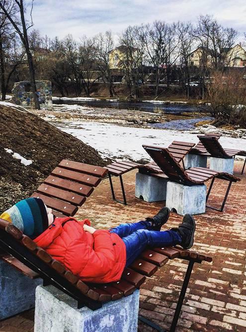 В финском парке есть такие интересные скамейки