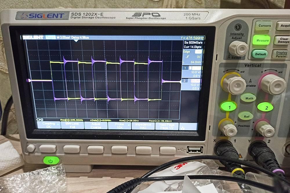 Смотрю сигналы с GDT на холостом ходу: они должны быть идентичными, но идти в противофазе