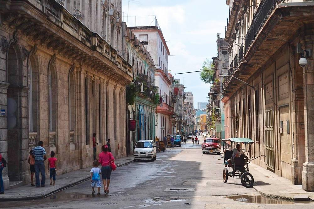 На улицах Гаваны сохранились старые дома в барочном стиле. Там я чувствовала себя как в музее под открытым небом