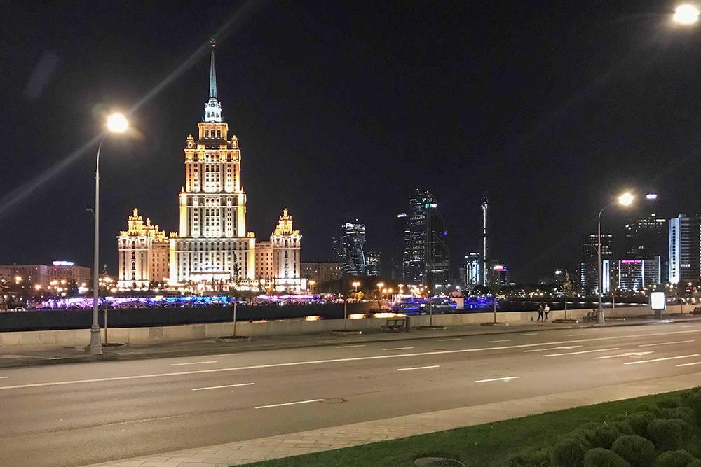 Ловите фотку гостиницы «Украина» в ночи