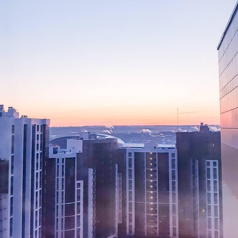 Плюсы 22-го этажа — красивый рассвет как на ладони