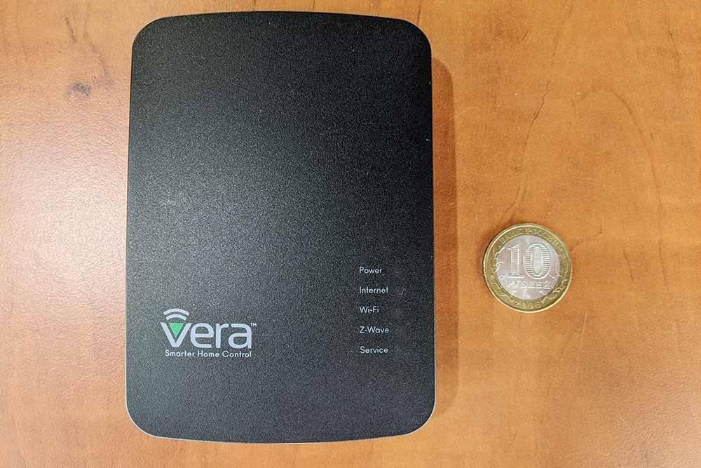 Контроллер Vera Edge длясети Z-Wave и Z-Wave Plus. Проприетарный, тоесть работает напрограммном обеспечении сзакрытым кодом