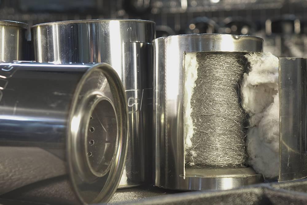 Внутри пламегасителя труба с перфорацией и огнеупорный наполнитель. Источник: CameraMan32 / Shutterstock