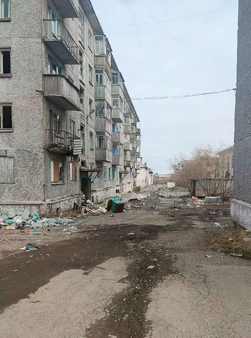 В Цементнозаводском микрорайоне часто можно увидеть такие депрессивные пейзажи