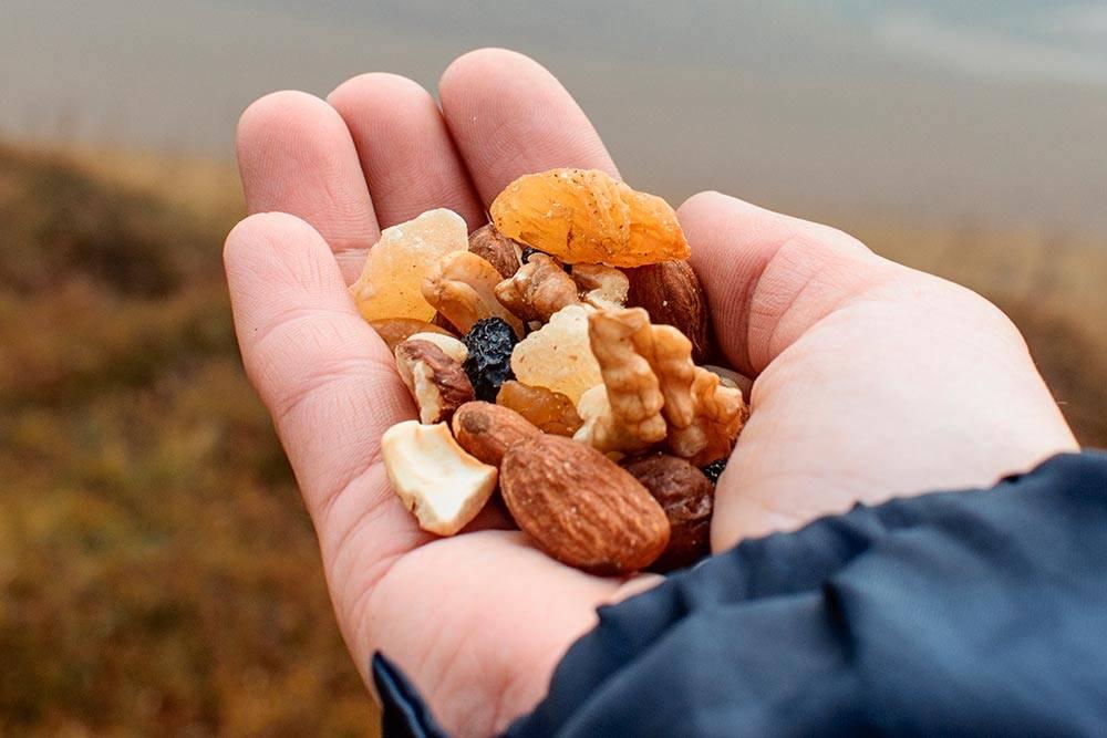 Так выглядит суточная порция орехов длявзрослого человека. Фото: Zapylaiev Kostiantyn / Shutterstock
