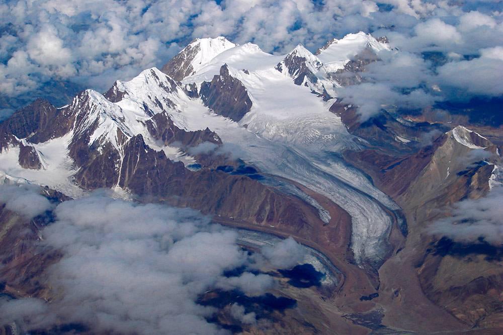 Но кроме мусора в Индии можно увидеть потрясающие Гималаи. Фото: Karunakar Rayker/Flickr