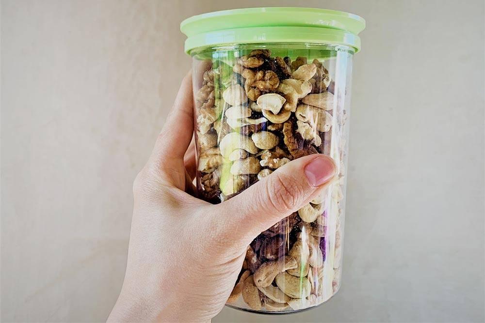 Мы храним орехи вбанке вдоступном длядетей месте