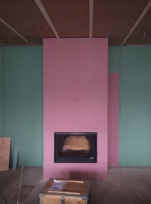 Работы были сданы в таком виде: камин встроен в короб из огнестойкого гипсокартона