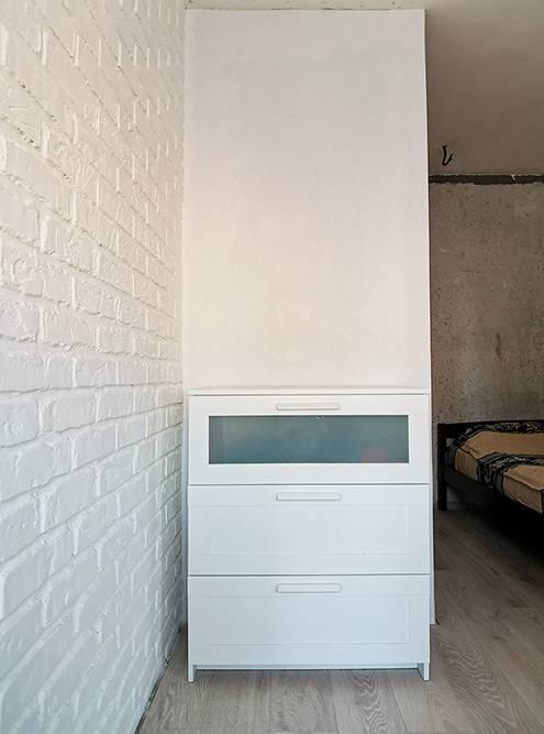 Теперь он зашит. Появилось пространство дляхранения одежды в комнате и в коридоре