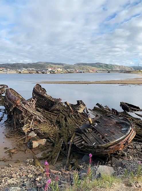 В отлив кладбище кораблей больше похоже на помойку