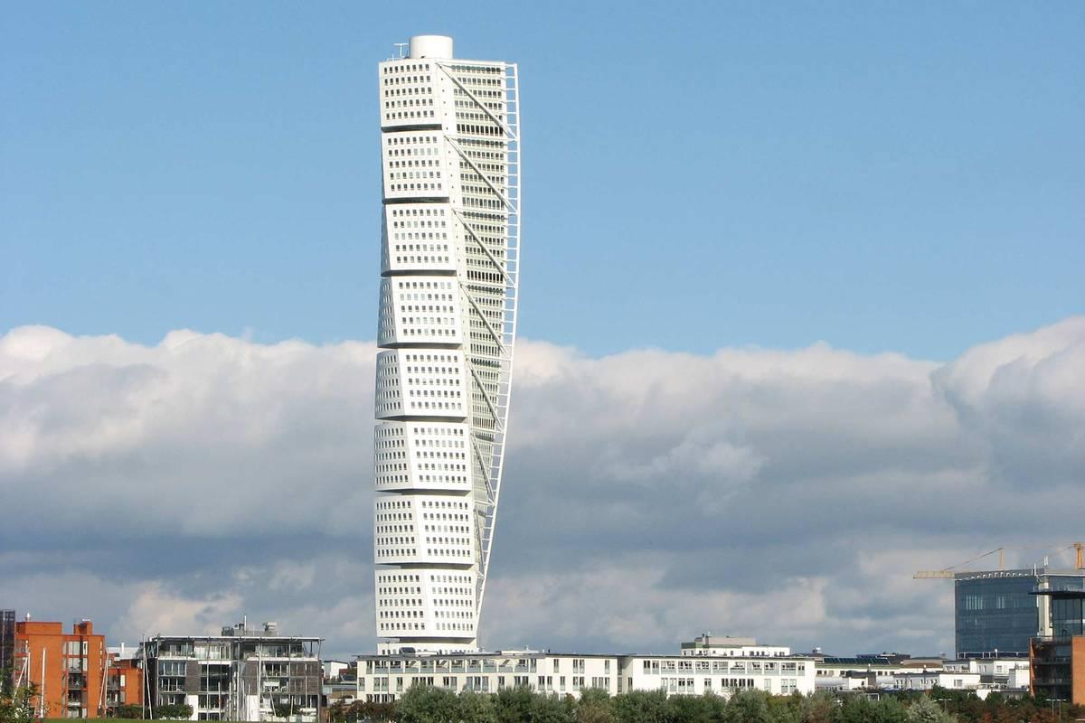 Башня Turning Torso — частное здание с квартирами и офисами, поэтому доступ внутрь для широкой публики закрыт