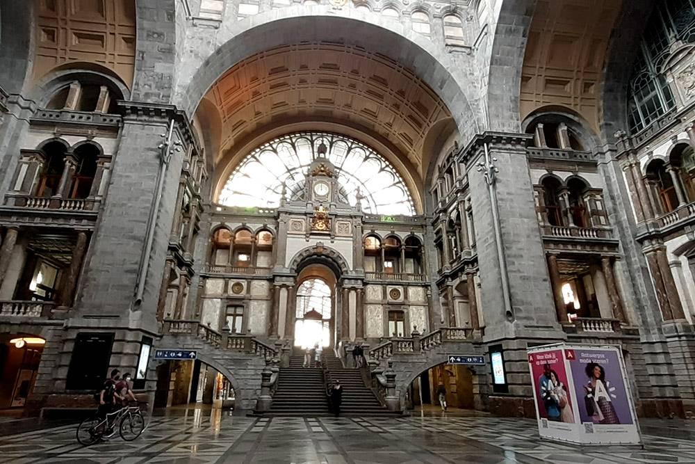 Так вокзал Антверпена выглядит изнутри