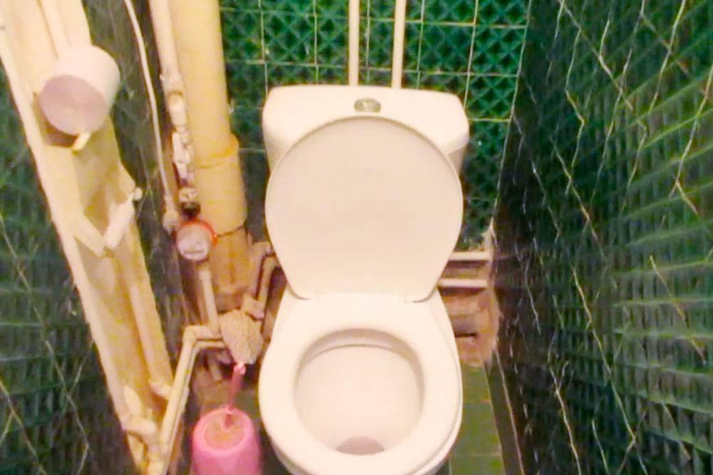 Так выглядел туалет до ремонта