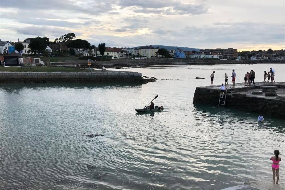 Ирландцы плавают в холодном море круглый год. В Дублине оно прогревается максимум до +15°C к августу и сентябрю