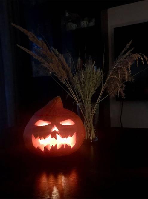 Голова Джека, которую мы вырезали для Хеллоуина