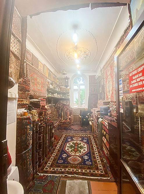 По магазину ходишь как по музею — настолько тут красиво