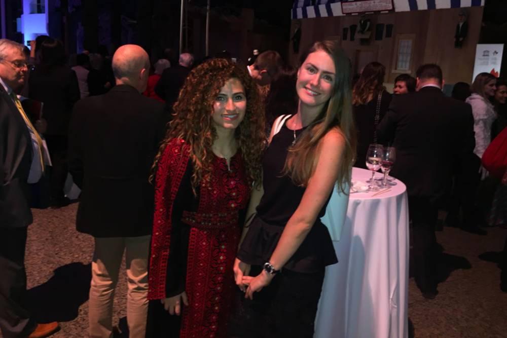 На открытии я познакомилась с девушкой из Палестины, и мы быстро подружились. Она представляла Иорданию и пришла на церемонию в национальном костюме