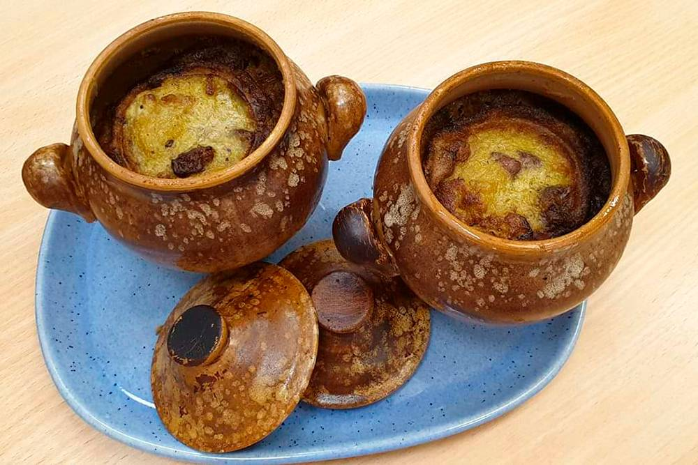 Кугелис в народе называют картофельной бабкой. Похожее блюдо есть во многих национальных кухнях мира