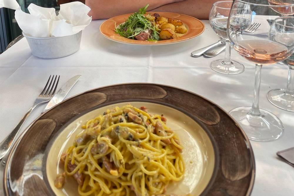 Итальянцы — фанаты своей кухни. Найти в стране кухню других стран мира можно, но выбор будет небольшим. Например, вкусные роллы мы таки не нашли