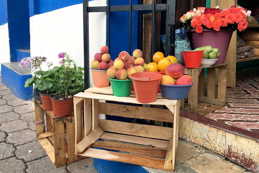 Рынок открывается около 7 утра и работает до 16:00—17:00. Чтобы купить все самое свежее, лучше приходить до полудня