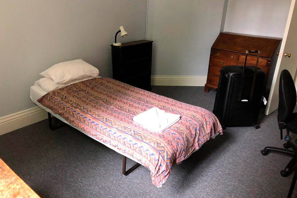 Кровать в моей комнате