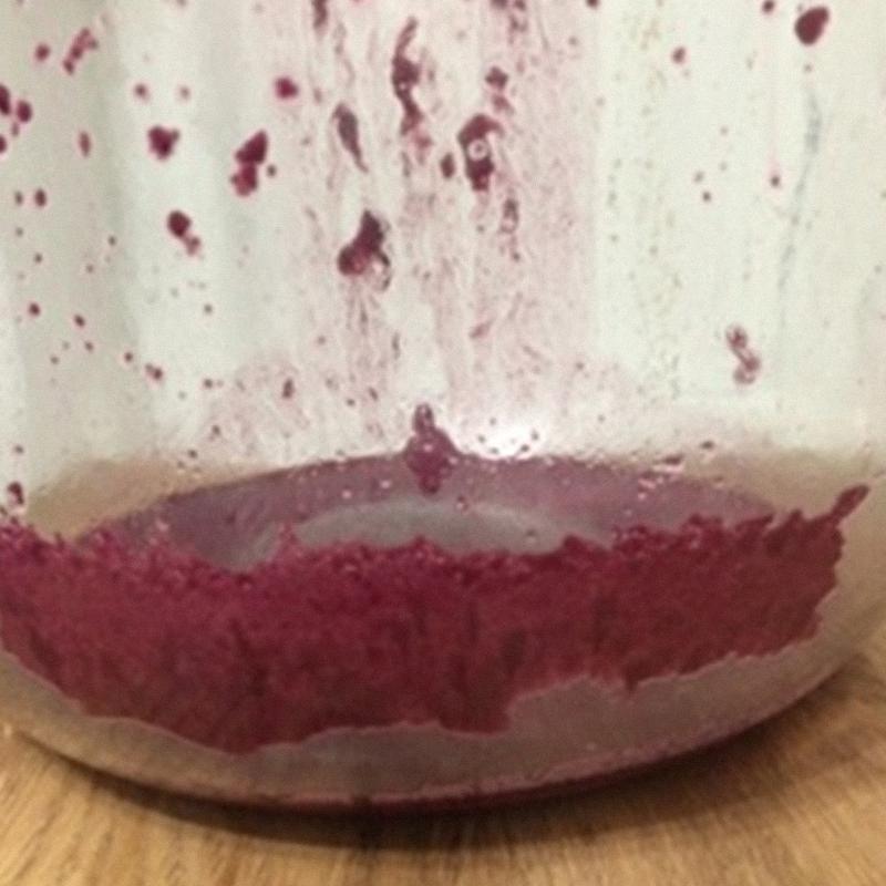 Вот какие осадки винного камня собираются через четыре месяца выдержки. И это еще не все. Такое вино до лета пить нельзя, иначе часть этих «камушков» может оказаться в почках