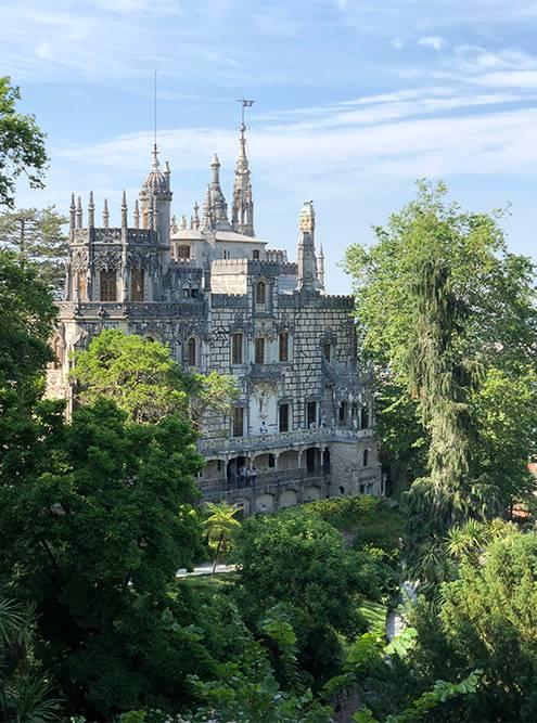 Советую приезжать в парковый комплекс Кинта-да-Регалейра надолго: здесь за каждым поворотом интересное место
