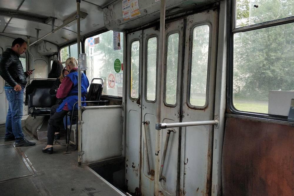 Для привлечения пассажиров в троллейбусах ввели бесконтактную оплату. Еще обещали кэшбэк, но пока он не работает. В троллейбусах поновее есть вайфай