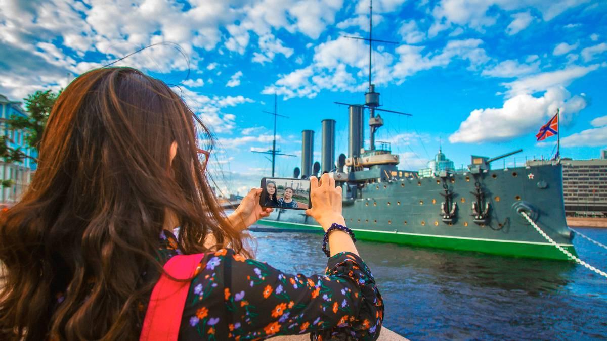 Сколько стоит свозить маму в Санкт-Петербург