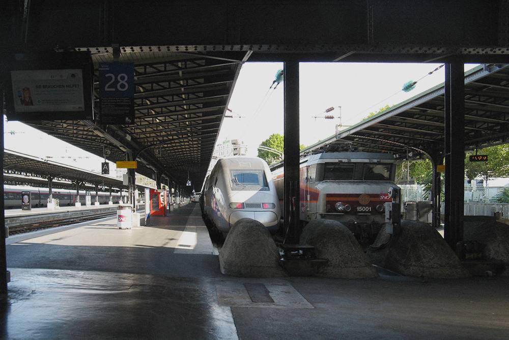 Поезда на Северном вокзале. Оттуда мы отправлялись в Амьен