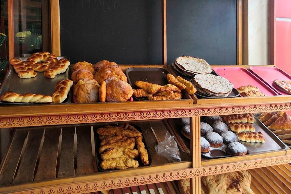 Армянская выпечка: пончики, ламаджо, слойки, матнакаш