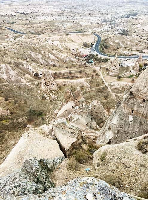 Кушадасы — Древние жилища в Каппадокии, вырубленные прямо в магматическом туфе