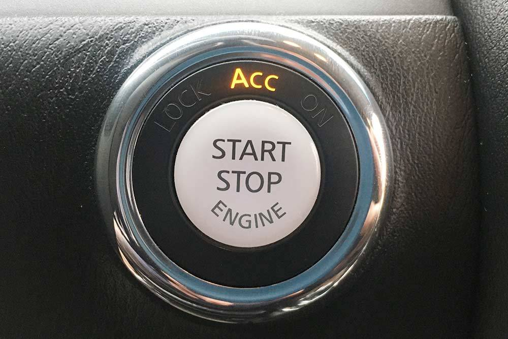 Сигнал длязапуска двигателя кнопкой тоже перехватывают ретранслятором